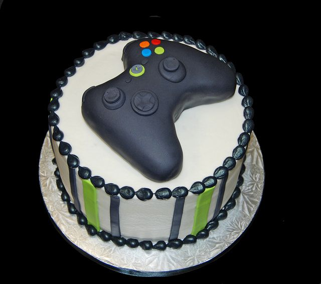 d6b1d9eadea588b1e350da968b80d645--video-game-cakes-video-game-party.jpg